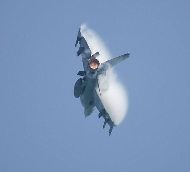 F16WithAfterburnerAndVapor